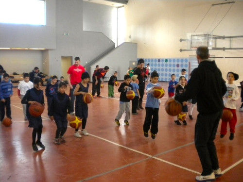 Coach Vito Gilic leading a session of entertaining basketball drills