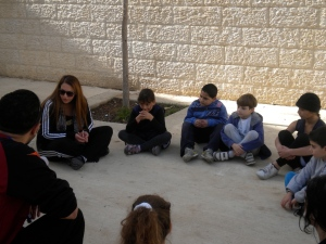Arbinger facilitator Nissreen Najjar working with a group of minis on the Anatomy of Peace curriculum