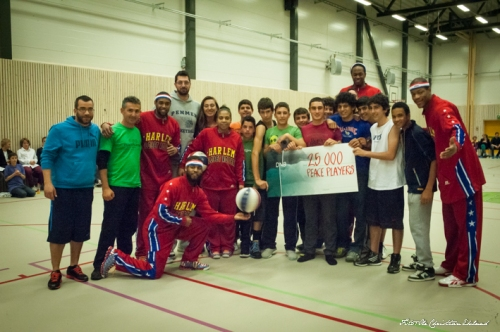 The Harlem Globetrotters present a donation of 25,000Krones (3,300euro) to PeacePlayers-Cyprus!