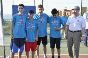 Ambassador Koenig handing out medals to the Senior Boys Champions