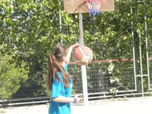Nursu playing basketball.